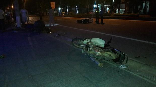 Xe ô tô điên gây tai nạn liên hoàn rồi bỏ trốn - Ảnh 1.