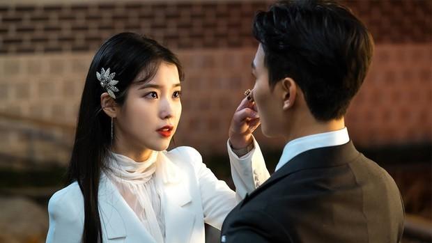 Vừa có phốt bóc lột trong Arthdal xong, lại thêm ekip Hotel del Luna của đài tvN bị tố quỵt tiền lương - Ảnh 3.