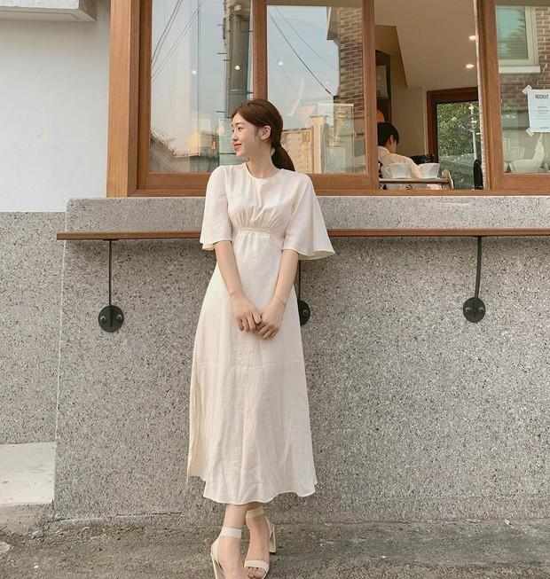 """4 mẫu váy đơn giản nhưng thừa độ sang chảnh, tinh tế giúp style của chị em """"sang trang"""" mới huy hoàng - Ảnh 2."""