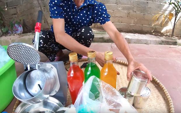 Dạo này tiết trời nóng nên bà Tân làm thau đá bào kem sữa siêu to khổng lồ ăn cho nó mát các cháu ạ! - Ảnh 1.