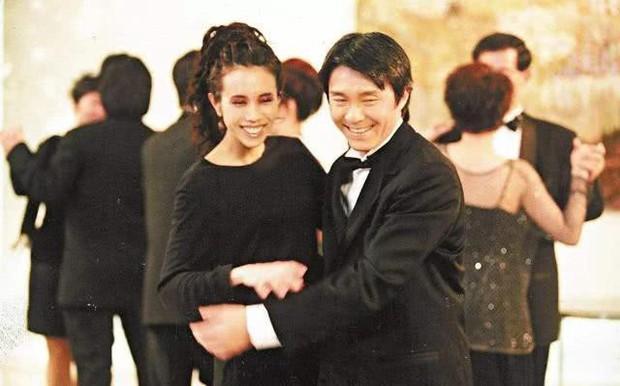 57 mùa xuân chăn đơn gối chiếc, Vua hài kịch Châu Tinh Trì kết hôn trong sự bất ngờ của cả showbiz? - Ảnh 3.