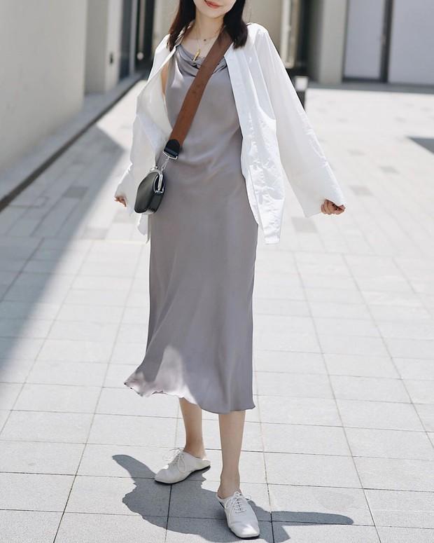 """4 mẫu váy đơn giản nhưng thừa độ sang chảnh, tinh tế giúp style của chị em """"sang trang"""" mới huy hoàng - Ảnh 7."""