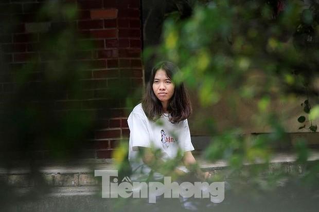 Nữ sinh ngủ muộn được công an chở đi thi ở Hà Giang đỗ tốt nghiệp - Ảnh 1.