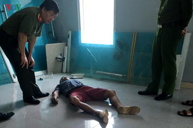 Bàng hoàng phát hiện xác người nhà bệnh nhân trong bệnh viện có bơm kim tiêm - Ảnh 1.