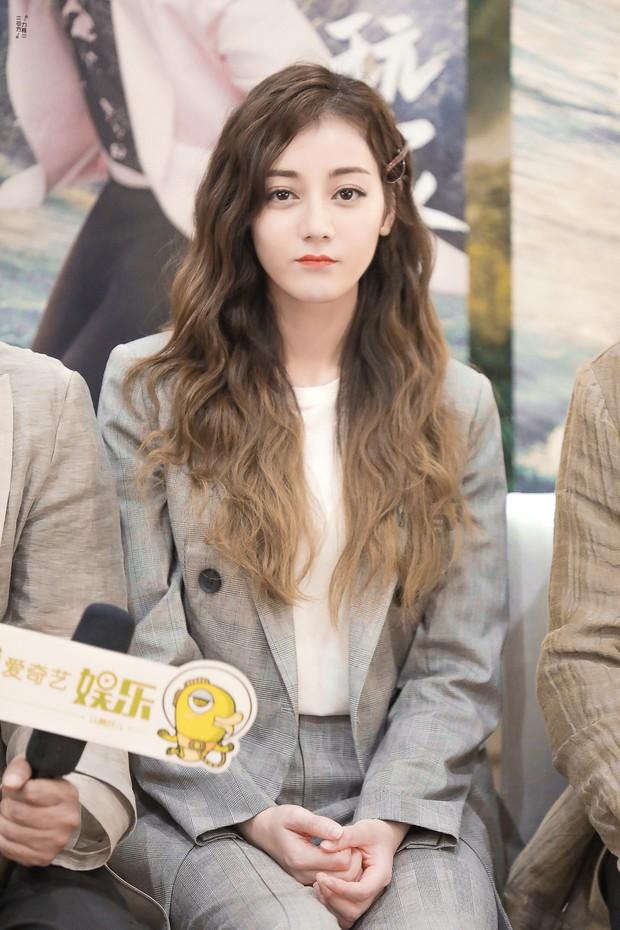 Top nghệ sĩ nữ Cbiz quyền lực nhất MXH: Phạm Băng Băng, Angela Baby đều ngả mũ chịu thua Nữ hoàng Weibo - Ảnh 3.