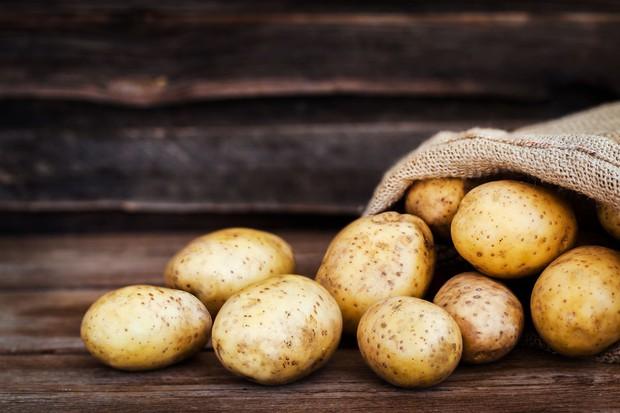 Cất trữ những loại thực phẩm này trong tủ lạnh, chẳng những gây mùi mà còn gây hại cả sức khỏe - Ảnh 1.