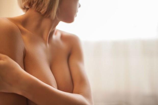 Nâng ngực xong bao lâu thì đủ tự nhiên để tự tin khoe dáng? - Ảnh 1.