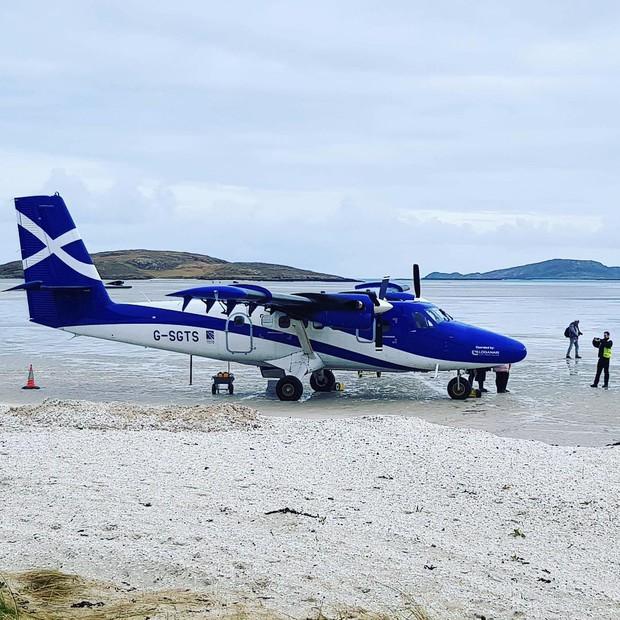 Khó tin nhưng có thật: Sân bay duy nhất trên thế giới có đường băng nằm trên mặt nước biển - Ảnh 6.