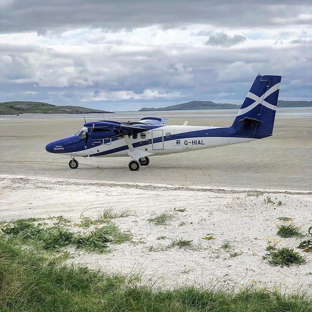 Khó tin nhưng có thật: Sân bay duy nhất trên thế giới có đường băng nằm trên mặt nước biển - Ảnh 5.