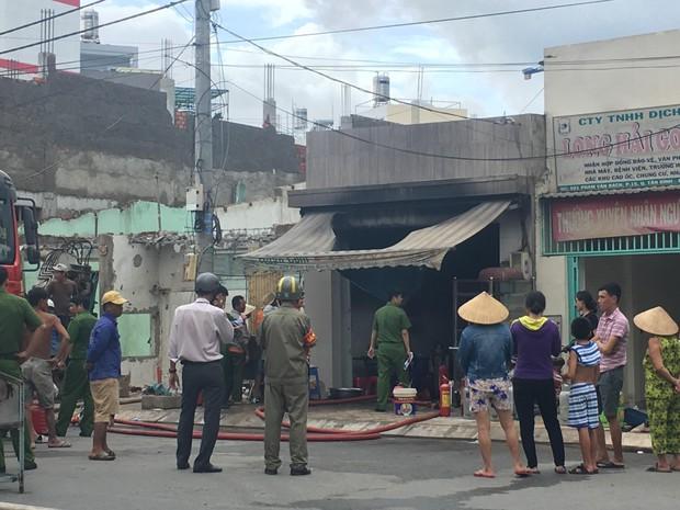 TP. HCM: Nổ bình gas làm cháy quán ăn, một người bị thương - Ảnh 2.