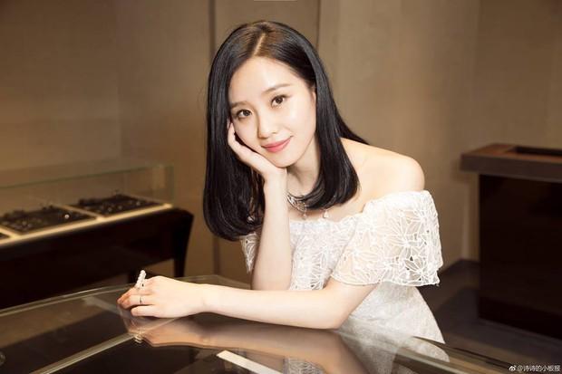 Top nghệ sĩ nữ Cbiz quyền lực nhất MXH: Phạm Băng Băng, Angela Baby đều ngả mũ chịu thua Nữ hoàng Weibo - Ảnh 1.