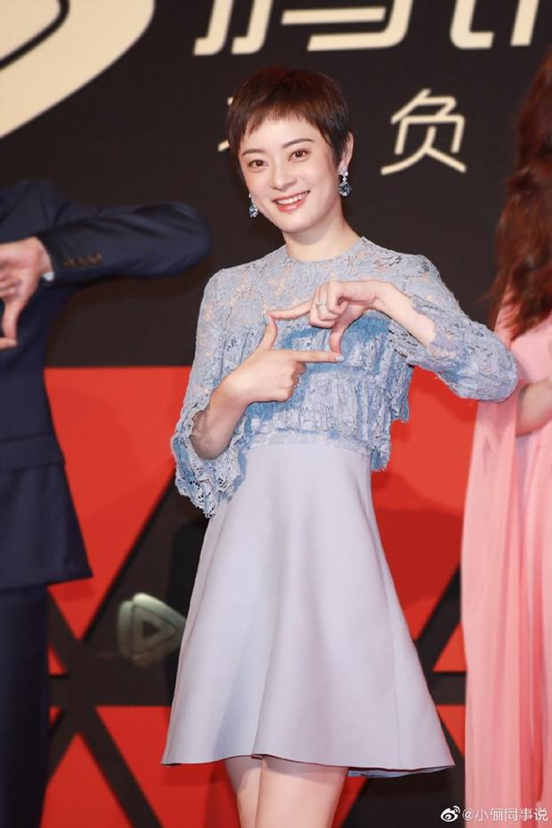 Top nghệ sĩ nữ Cbiz quyền lực nhất MXH: Phạm Băng Băng, Angela Baby đều ngả mũ chịu thua Nữ hoàng Weibo - Ảnh 2.