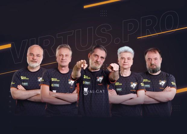 Không thể nhịn cười với trào lưu chế ảnh sau 50 năm của cộng đồng Dota 2 cho những đội tuyển tham dự TI9 - Ảnh 11.