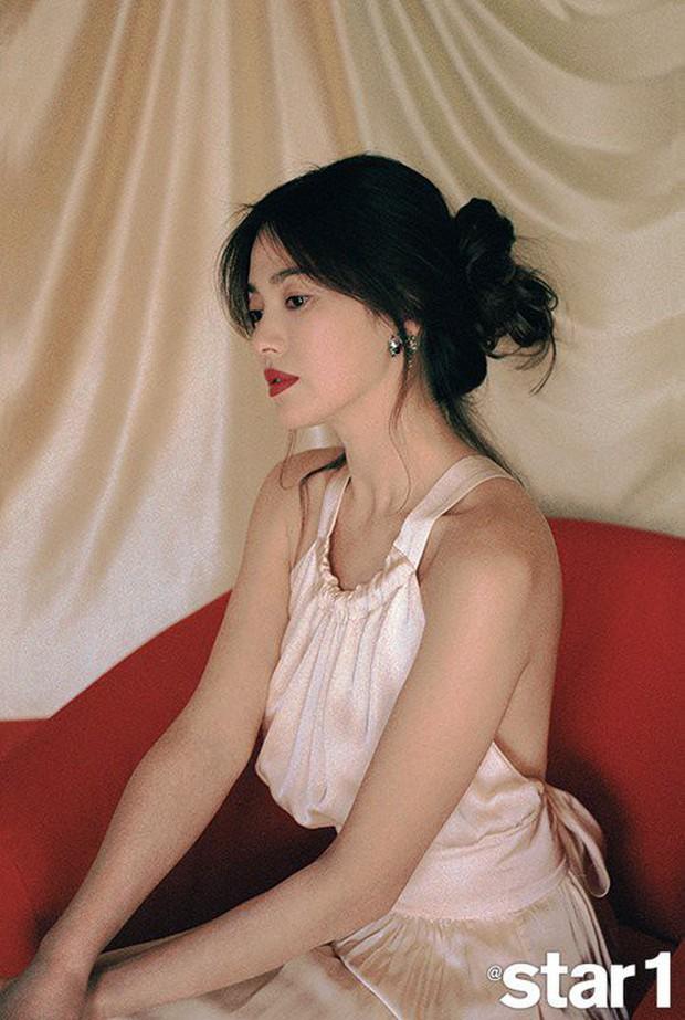 Những lần hở đến mức gây ngỡ ngàng vì sexy ná thở của Song Hye Kyo: Bức tử vòng 1 cho đến hờ hững thôi cũng quá hot - Ảnh 8.