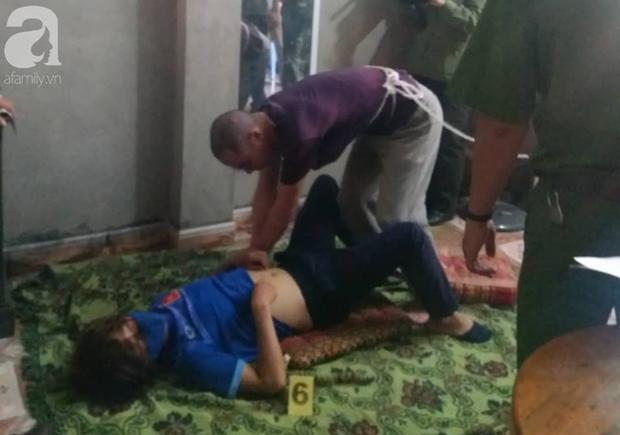 Vụ nữ sinh giao gà bị sát hại: Trong khi Lường Văn Lả bình thản, Phạm Văn Nhiệm lại tiều tụy, lo lắng khi tái hiện 2 lần cưỡng hiếp nạn nhân - Ảnh 2.