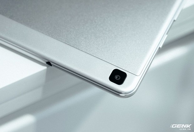 """Mở hộp Galaxy Tab A 8.0 mới: Một mình một cõi """"điện thoại bảng"""", ngoài màn hình lớn ra còn gì hay không? - Ảnh 12."""