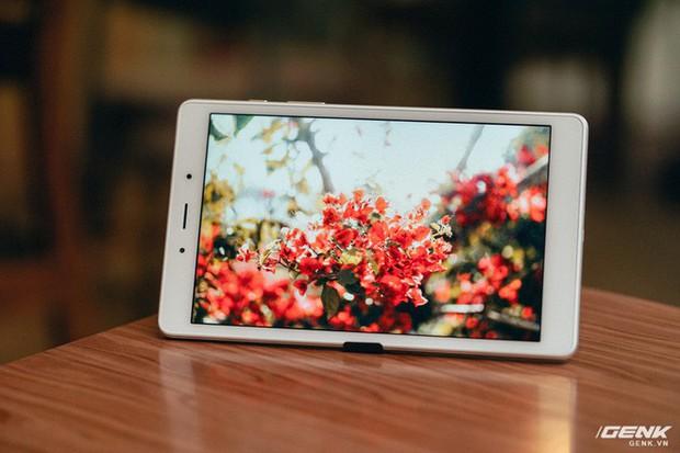 """Mở hộp Galaxy Tab A 8.0 mới: Một mình một cõi """"điện thoại bảng"""", ngoài màn hình lớn ra còn gì hay không? - Ảnh 14."""