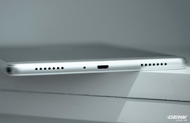 """Mở hộp Galaxy Tab A 8.0 mới: Một mình một cõi """"điện thoại bảng"""", ngoài màn hình lớn ra còn gì hay không? - Ảnh 15."""