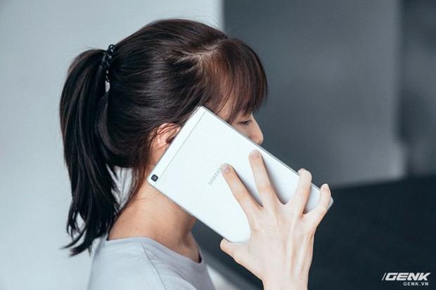 """Mở hộp Galaxy Tab A 8.0 mới: Một mình một cõi """"điện thoại bảng"""", ngoài màn hình lớn ra còn gì hay không? - Ảnh 17."""