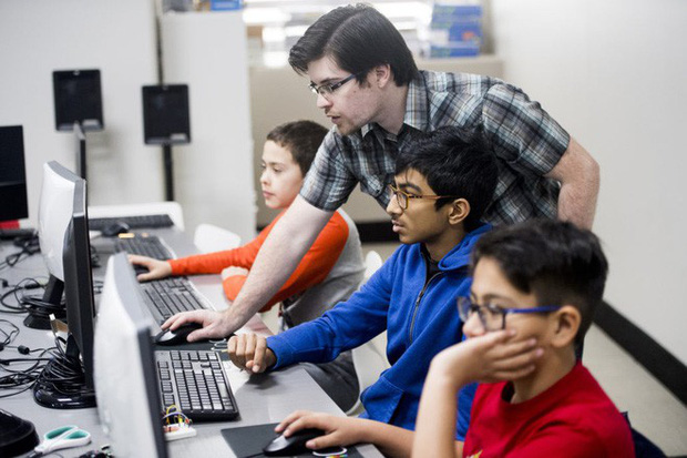 Ở Ấn Độ, đang có một thế hệ trẻ em học viết code trước khi biết nói chuyện với mọi người - Ảnh 3.