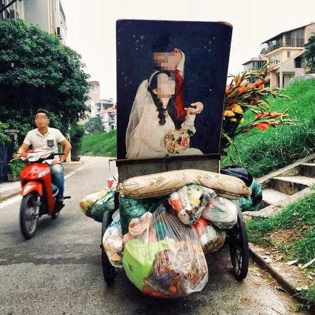 Nhìn 2 bức ảnh cưới đặt cạnh nhau giữa nơi tập kết rác mà bao người đượm buồn - Ảnh 4.