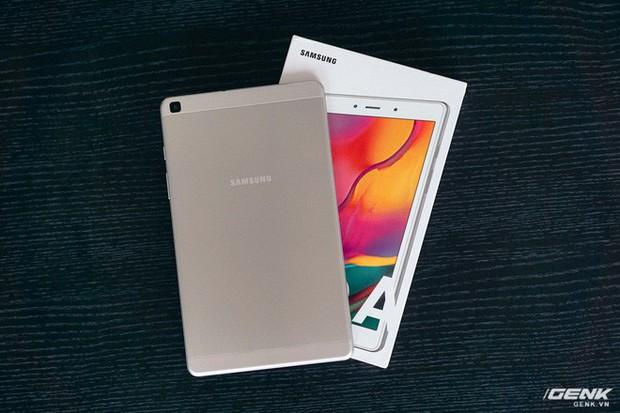 """Mở hộp Galaxy Tab A 8.0 mới: Một mình một cõi """"điện thoại bảng"""", ngoài màn hình lớn ra còn gì hay không? - Ảnh 3."""