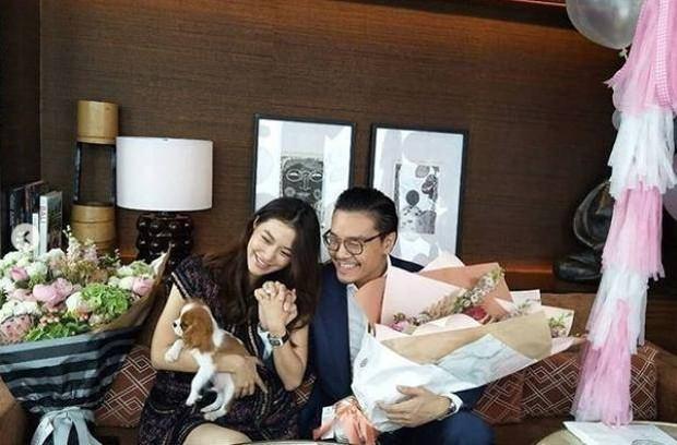 Showbiz Thái chuẩn bị đón thêm đám cưới vàng: Mỹ nhân Mew Nittha chính thức nhận lời cầu hôn của bạn trai gia thế khủng - Ảnh 4.