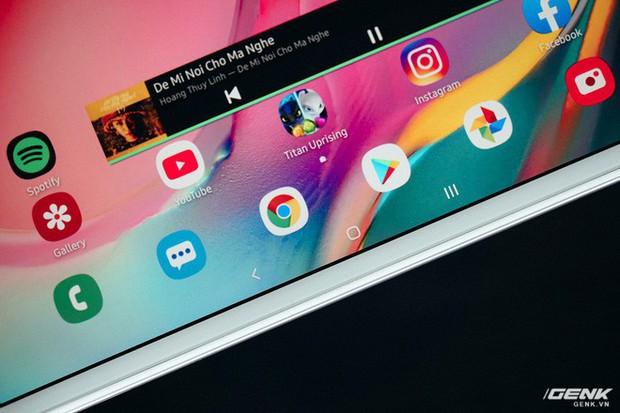"""Mở hộp Galaxy Tab A 8.0 mới: Một mình một cõi """"điện thoại bảng"""", ngoài màn hình lớn ra còn gì hay không? - Ảnh 4."""