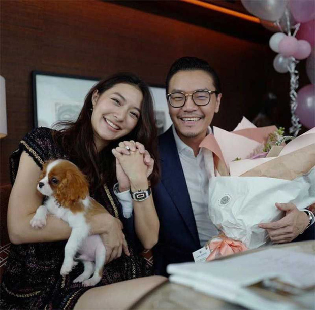 Showbiz Thái chuẩn bị đón thêm đám cưới vàng: Mỹ nhân Mew Nittha chính thức nhận lời cầu hôn của bạn trai gia thế khủng - Ảnh 5.