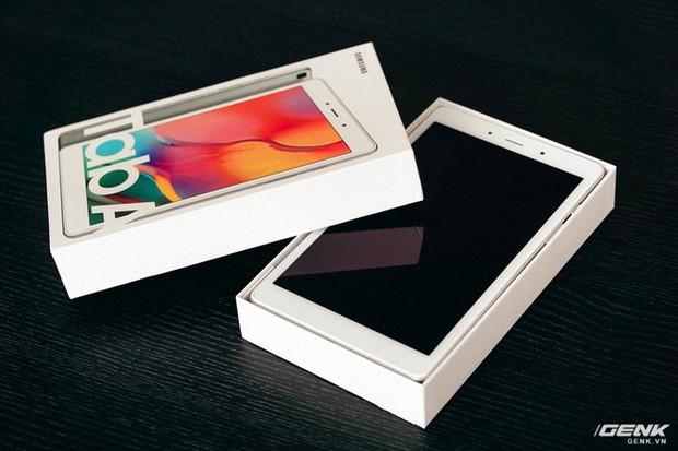 """Mở hộp Galaxy Tab A 8.0 mới: Một mình một cõi """"điện thoại bảng"""", ngoài màn hình lớn ra còn gì hay không? - Ảnh 7."""