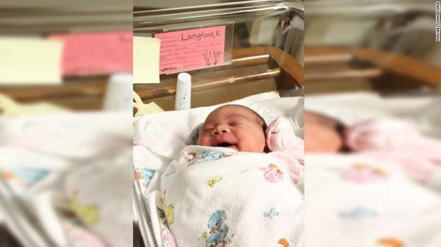 Bà mẹ ngạc nhiên khi sinh con vào tháng 7 ngày 11 lúc 7h11 và cả cân nặng cũng xuất hiện hai con số này - Ảnh 2.