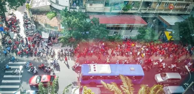 Đại diện Go-Viet lên tiếng khi hàng trăm tài xế ở Sài Gòn tắt app, tập trung đình công phản đối chính sách mới - Ảnh 1.