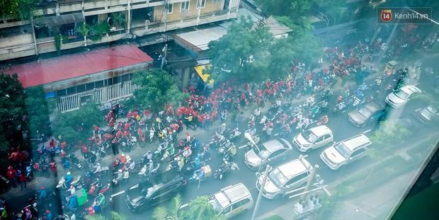 Đại diện Go-Viet lên tiếng khi hàng trăm tài xế ở Sài Gòn tắt app, tập trung đình công phản đối chính sách mới - Ảnh 5.