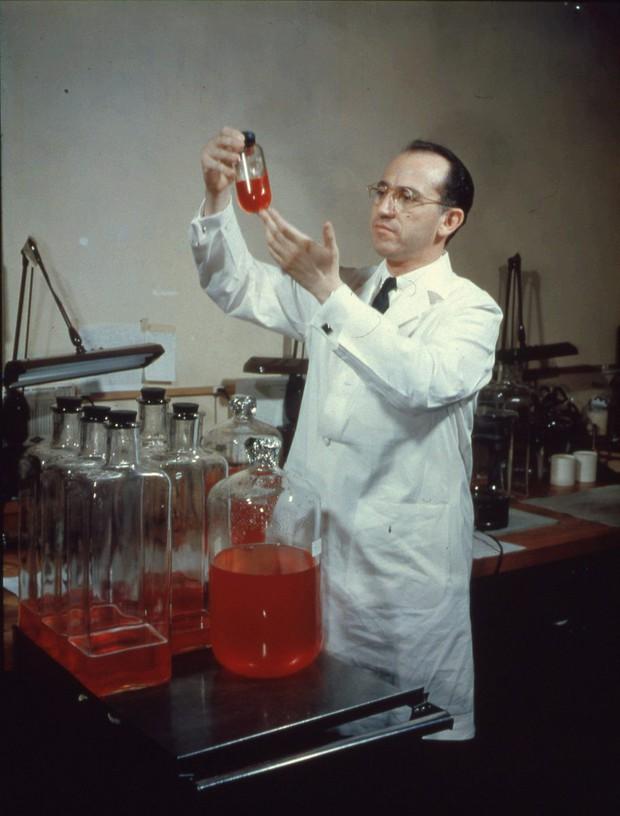 6 thí nghiệm kinh dị và cực nguy hiểm mà các nhà khoa học từng làm với chính mình để phục vụ nhân loại - Ảnh 4.