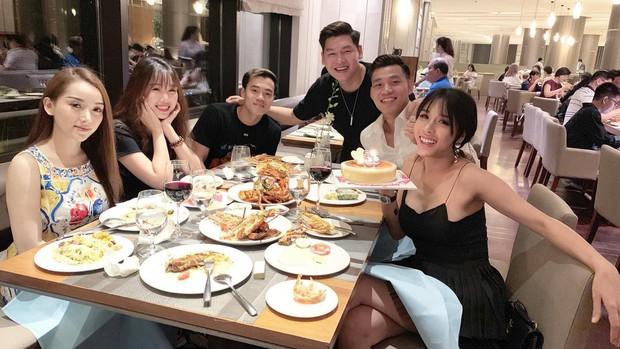 Văn Toàn công khai tag bạn gái vào bức ảnh gia đình hạnh phúc của Trang Lou, dân tình nghi vấn: Anh chị sắp cưới nhau rồi sao? - Ảnh 2.