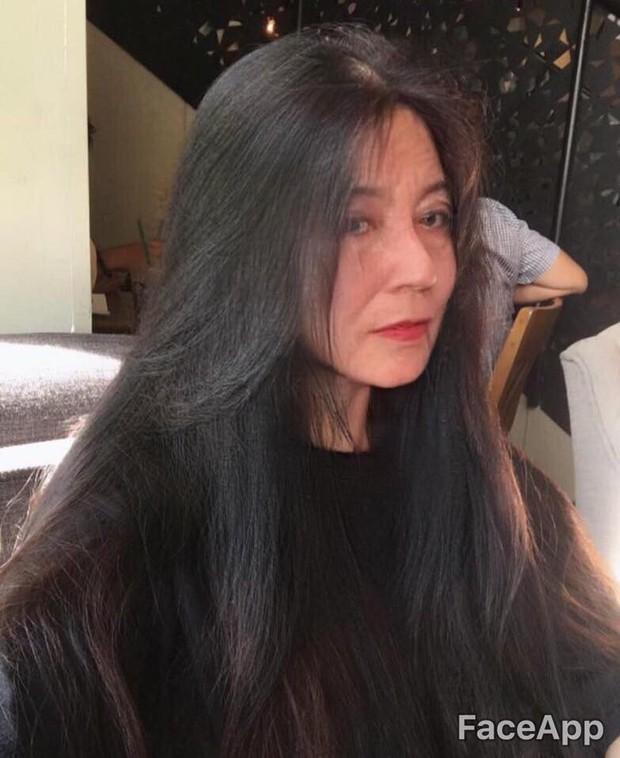 Xuyên không đến tương lai gặp Châu Bùi mặt lộ đầy nếp nhăn, Quỳnh Anh Shyn trở thành bà lão - Ảnh 6.