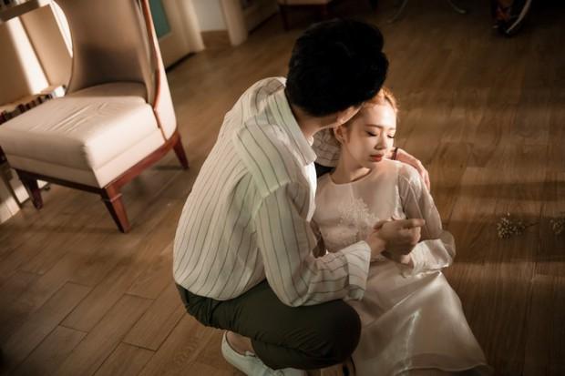 Yêu thầm nhưng không dám thổ lộ, Trịnh Thăng Bình xót xa nhìn Liz Kim Cương chịu thiệt thòi trong MV song ca - Ảnh 3.