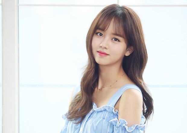 """Sao nhí """"Mặt trăng ôm mặt trời"""" một thời Kim So Hyun bị đưa gấp đến bệnh viện vì tai nạn - Ảnh 1."""