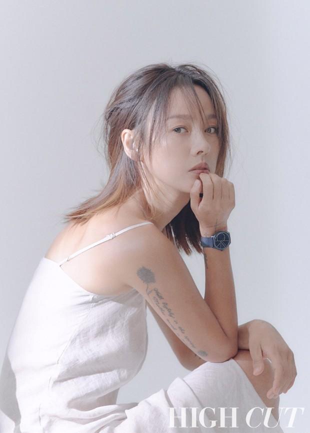 Nữ hoàng gợi cảm Lee Hyori comeback cực sexy trên bìa tạp chí, lại còn thả rông táo bạo đến mức này! - Ảnh 2.