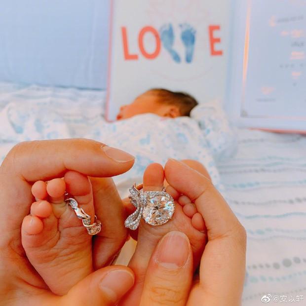 Tin vui Cbiz: Vợ chồng An Dĩ Hiên đón con trai đầu lòng chào đời sau 2 năm kết hôn - Ảnh 2.