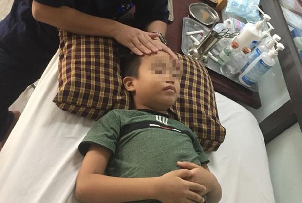 Bé trai 8 tuổi liệt mặt, méo miệng do thói quen dùng điều hoà sai cách - Ảnh 2.