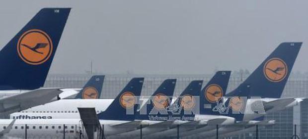 Sơ tán khẩn cấp 130 hành khách trên máy bay của Lufthansa do đe dọa đánh bom - Ảnh 1.