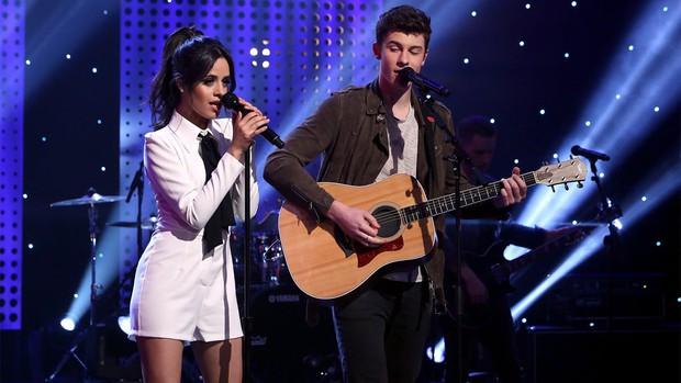 """Chuyện hẹn hò của cặp """"friendzone đáng ngờ"""" hot nhất hiện nay Shawn và Camila: Ngôn tình hiếm hoi hay diễn quá giỏi? - Ảnh 1."""