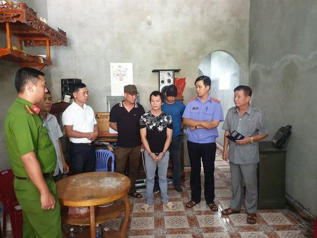 Kẻ có 3 tiền án diễn lại cảnh dùng côn nhị khúc siết cổ nữ sinh giao gà ở Điện Biên - Ảnh 1.