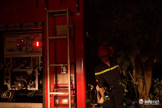 Hà Nội: Cháy xưởng nhựa trên phố Tân Mai, hai người may mắn chạy thoát - Ảnh 2.