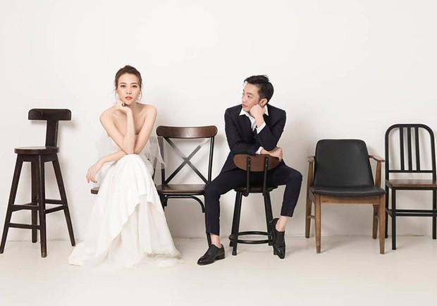 Sốt xình xịch clip cưới của Cường Đô La và Đàm Thu Trang: Khoá môi cực ngọt, nắm tay đi khắp thế gian bằng siêu xe - Ảnh 3.