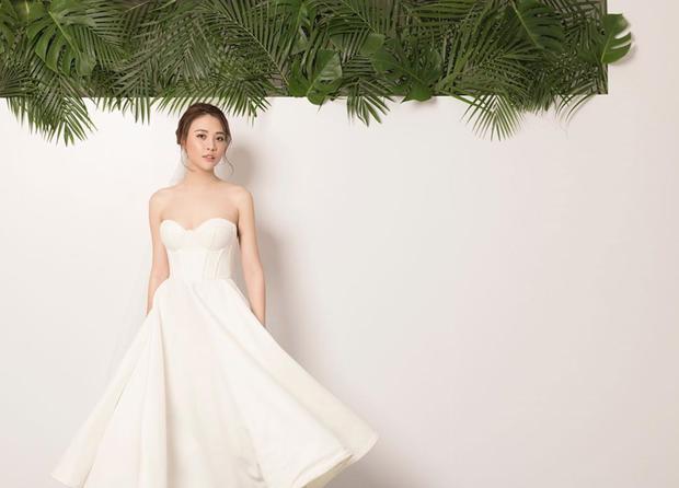 Sốt xình xịch clip cưới của Cường Đô La và Đàm Thu Trang: Khoá môi cực ngọt, nắm tay đi khắp thế gian bằng siêu xe - Ảnh 4.