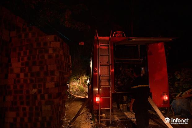 Hà Nội: Cháy xưởng nhựa trên phố Tân Mai, hai người may mắn chạy thoát - Ảnh 6.