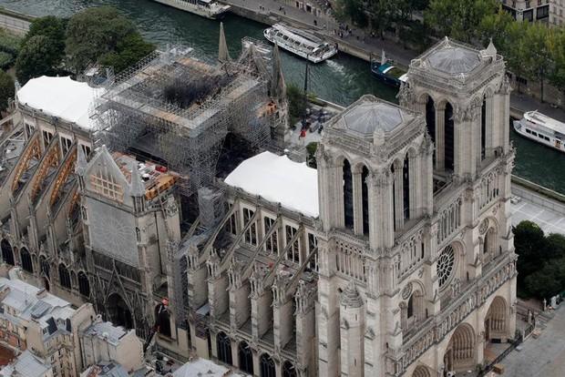 Nhà thờ Đức Bà Paris sau 3 tháng bị ngọn lửa nhấn chìm: Khung cảnh ảm đạm đến lạ, quá trình tu sửa vẫn diễn ra - Ảnh 14.
