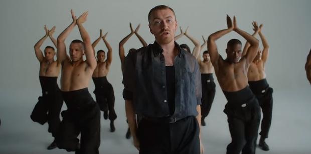 Công khai đồng tính từ lâu, Sam Smith vẫn gây shock khi bung lụa vũ đạo nhiệt tình trong MV mới! - Ảnh 4.